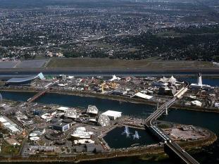 Site de l'Exposition universelle 1967, Terre des Hommes, avec la voie maritime du Saint-Laurent en arrière, http://expo67.morenciel.com/