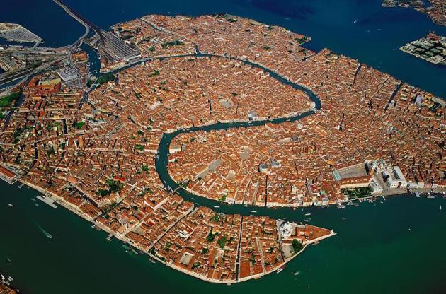 4. Venise
