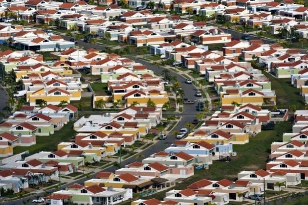 Quartier résidentiel dans la banlieue de Caguas, Porto Rico (18°13' N - 66°00' O)