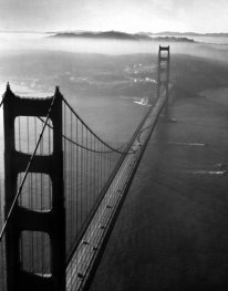 Golden Gate Bridge, photographié d'hélicoptère, 1952