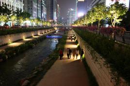 16- CheonggyecheonSeoul Actuel la nuit (1)