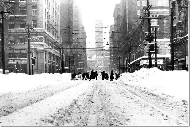 Clearing Bay Street of snow after the December 1944 storm Toronto