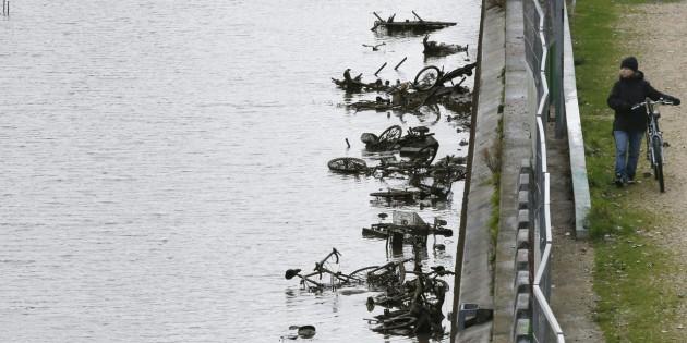 Ce-qu-on-trouve-au-fond-du-Canal-Saint-Martin